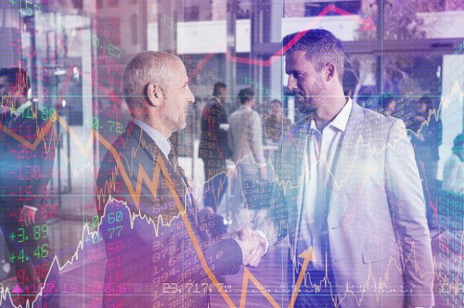 Der Verkäufer muss dem Verleiher einen bestimmten Zinssatz oder Prozentanteil bezahlen, um den Leerverkauf zu finanzieren. Als Ausgleich dafür bekommt er die Aktien, die er in der Folge auf dem Börsenmarkt verkauft. (#03)