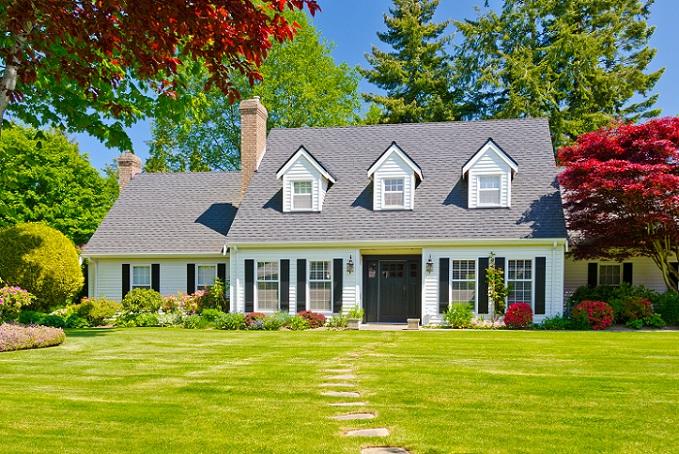 Eine weitere beliebte Anlagemöglichkeit stellen die Immobilien dar. Auch Immobilien gelten als eine sichere Geldanlage, wenn diese sich in einer guten Lage befinden und vermietet werden können. Auch als eigene Altersvorsorge, die zur Not selbst bezogen werden kann, sind sie interessant. Hier gibt es jedoch die Problematik, dass in den wenigsten Fällen ausreichend Kapital vorhanden ist, um die Immobilien direkt zu kaufen. (#03)