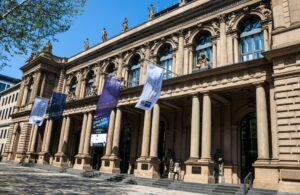 An der Euwax und der Frankfurter Börse werden weit über 24.000 Optionsscheine gehandelt. (#1)
