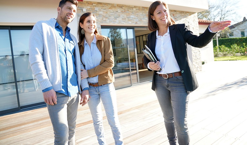 Wer eine Immobilie kaufen möchte, wird von Maklern und Verkäufern häufig mit sehr hohen Zinserträgen konfrontiert.