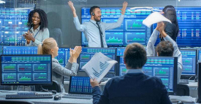 Die Manager wählen hierbei fast immer einzelne Werte aus, die ihnen besonders gewinnbringend erscheinen. Durch diese Taktik erzielen sie in der Regel einen höheren Gewinn, als wenn sie auf alle im Index vertretenen Aktien setzen.
