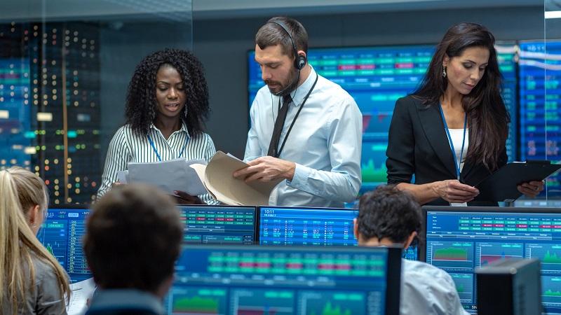 Nirgends haben Nachrichten eine kürzere Halbwertszeit wie an der Börse.  ( Foto: Shutterstock-  Gorodenkoff )