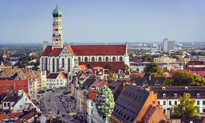 Die Stadt der Fugger ist eine der ältesten Städte Deutschlands.  ( Foto: Shutterstock-Sean Pavone )
