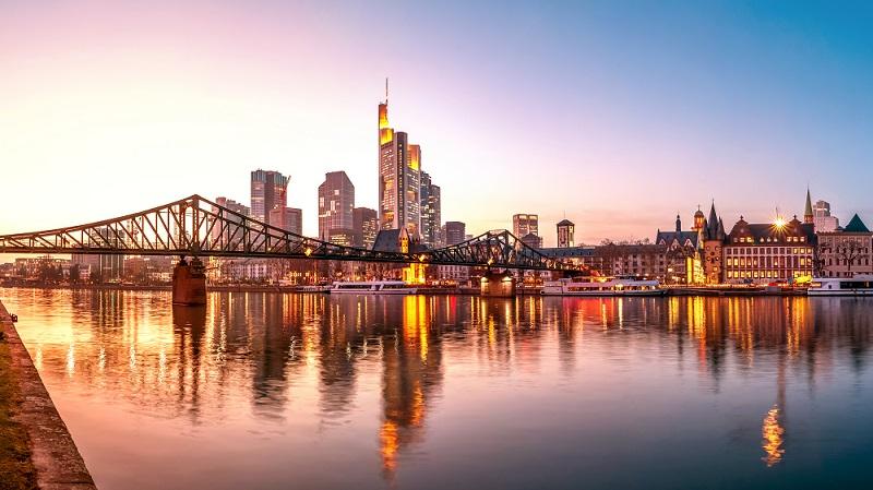 Frankfurt liegt inmitten des Ballungszentrums Rhein-Main. ( Foto: Shutterstock-marako85)
