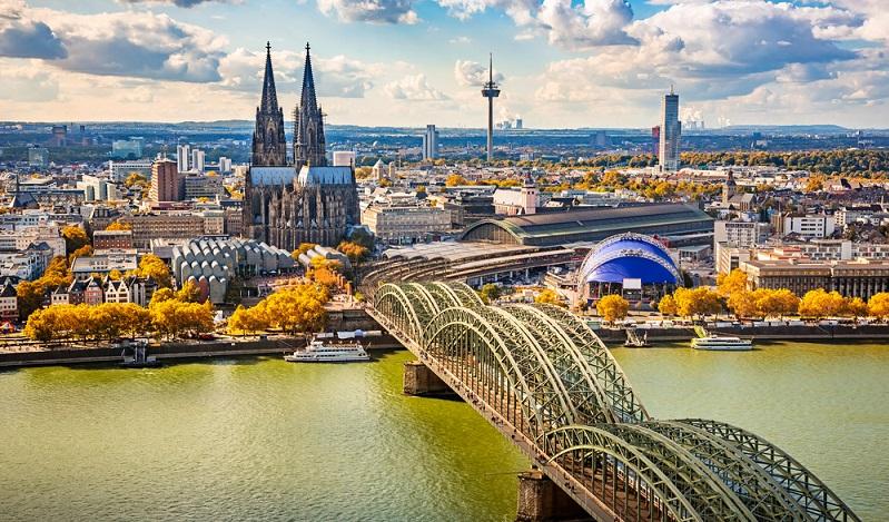 Ist Köln das neue Berlin? Die Stadt am Rhein steht für ihr Nachtleben und ist drauf und dran, der Bundeshauptstadt des Rang abzulaufen. ( Foto: Shutterstock-S.Borisov)