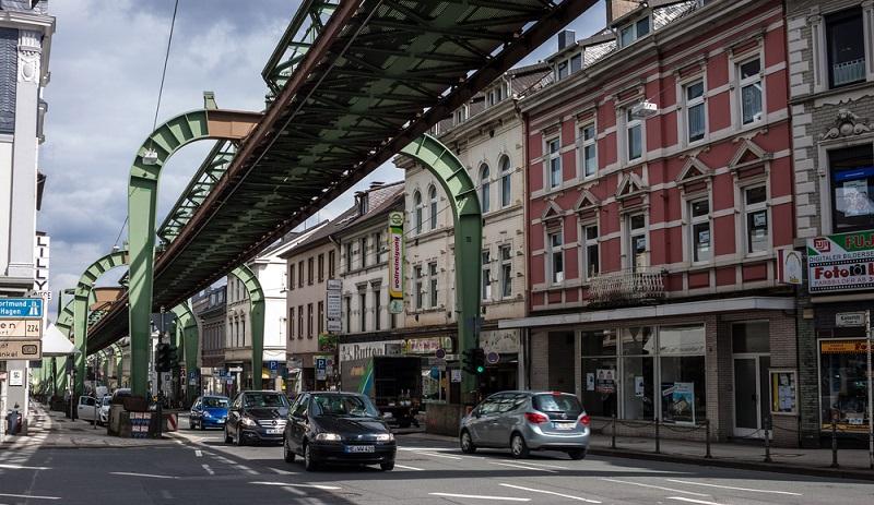 Wohnen in Wuppertal ist ein wirkliches Erlebnis, ganz gleich aus welcher Ecke Deutschlands man hierher zieht.  ( Foto: Shutterstock- Matyas Rehak)