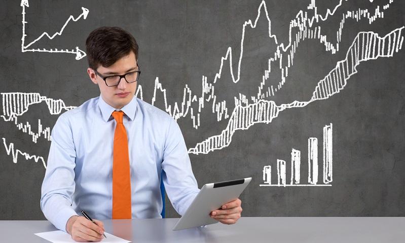 Natürlich wird ein gewissenhaft planender Investor auch die Zahlung der Dividende berücksichtigen bei der Berechnung des voraussichtlichen Kurses der erworbenen Optionen.   Verkaufen, kaufen oder halten kann so sicher geplant werden.  ( Foto: Shutterstock- ImageFlow )