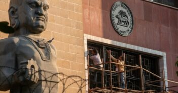 KYC-Probleme bei Banken in Indien: Rentenzahlungen gestoppt und Konten eingefroren (Foto: shutterstock - PradeepGaurs)