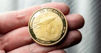 Interesse an Dogecoin auf Google steigt um 3000% (Foto: shutterstock - Rafael Tomazi)