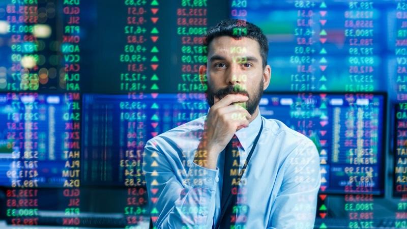 Der VDAX ist damit ein Unterindex des Deutschen Aktien Index. Berechnet wird er immer zwischen 09:00 und 17:30 Uhr, wobei hier nur die Börsentage zugrunde gelegt werden. (Foto: Shutterstock-_ Gorodenkoff  )